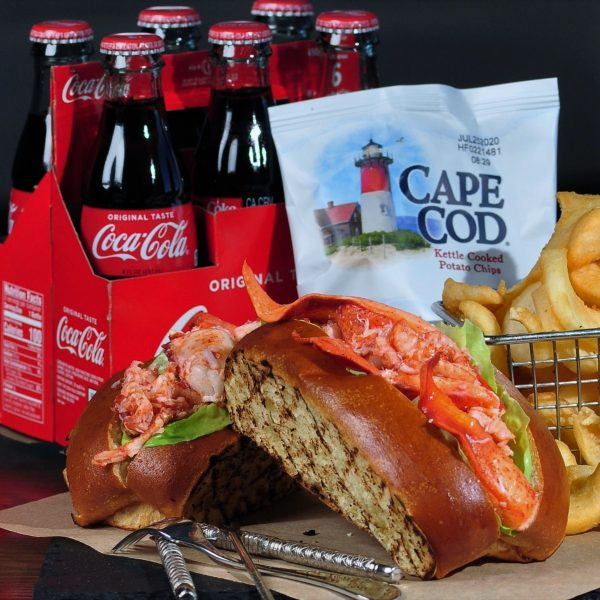 Chef-Als-Lobster-Roll-with-Coke-9-a-Horizontal-Close-003.jpg